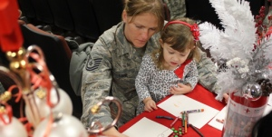 m21766142_514x260-holiday-mail-for-heroes-girl